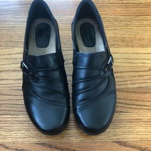 Earth origins leather loafers size 10- Roxanne